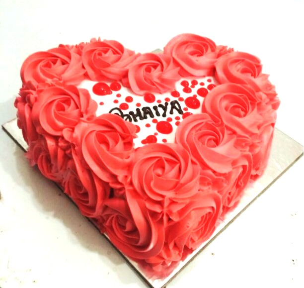 Heartshape Butterscotch Love Cake - 1 kg