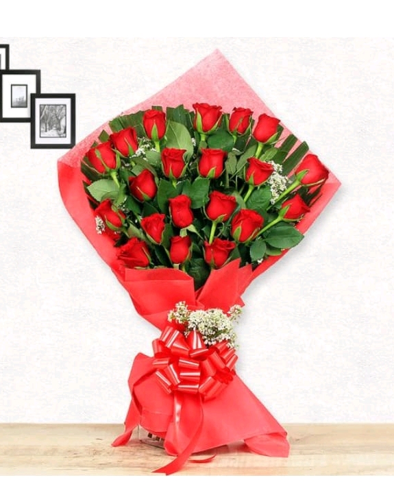 Stylish Red Roses One Side Pyramid Bunch